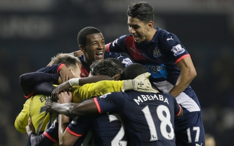 Newcastle players celebrate including winning goalscorer Ayoze Perez, right, during the English Premier League soccer match between Tottenham Hotspur and Newcastle United at White Hart Lane in London, Sunday Dec. 13, 2015. (AP Photo/Tim Ireland)
